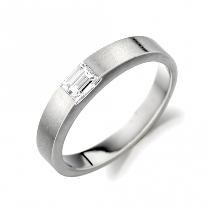 18 White Gold Single Stone Baguette Cut Diamond Ring