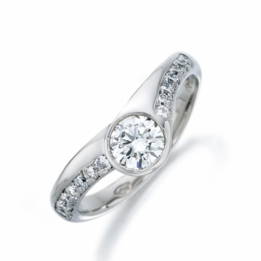18ct White Gold Brilliant Cut Diamond Ring 1U91A