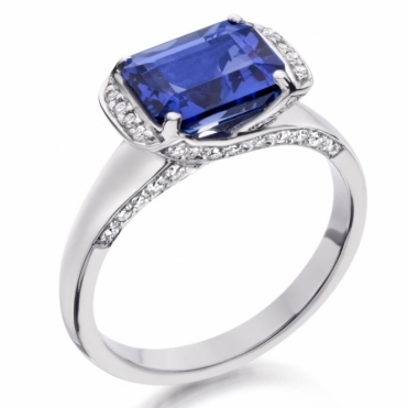 18ct White Gold Tanzanite and Diamond Ring