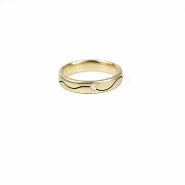 18ct Yellow Gold Diamond 0.03ct Black Wave Wedding Ring