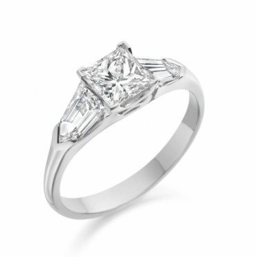 Platinum Three Stone Diamond Ring 1X94A